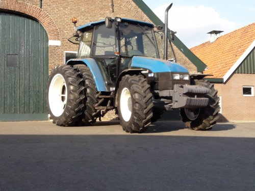 New Holland 6635