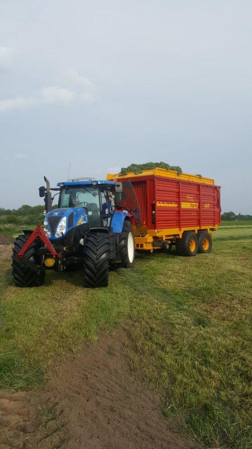 New Holland T 6030 van FolkertMF