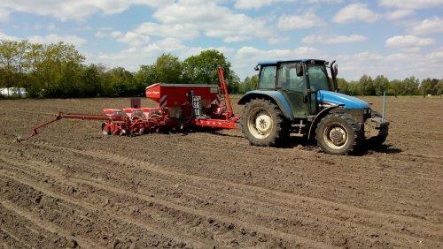 mais planten met 8 rijer. Is een TL90. Geplaatst door Krispax op 14-05-2018 om 21:58:20, op TractorFan.nl - de nummer 1 tractor foto website.