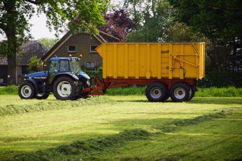 Foto van een New Holland TM 125. Geplaatst door jans-eising op 06-06-2018 om 22:17:21, op TractorFan.nl - de nummer 1 tractor foto website.