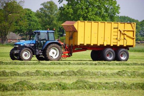 Foto van een New Holland TM 125. Geplaatst door jans-eising op 06-06-2018 om 22:17:22, op TractorFan.nl - de nummer 1 tractor foto website.