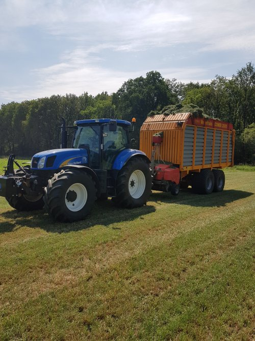 New Holland T 6070 van supergerben