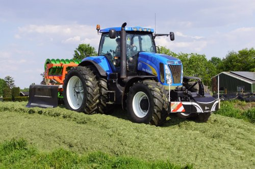New Holland T 8010 van jans-eising