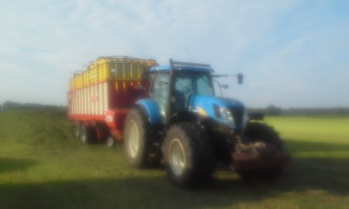 New Holland T 7040 van dobbe