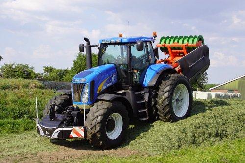 Foto van een New Holland T 8010. Geplaatst door jans-eising op 15-06-2018 om 21:21:39, op TractorFan.nl - de nummer 1 tractor foto website.