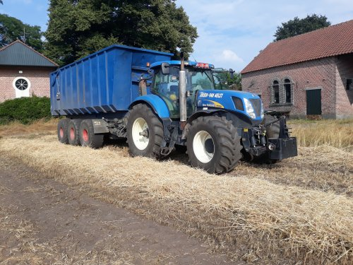 New Holland T 7030 van larst7030