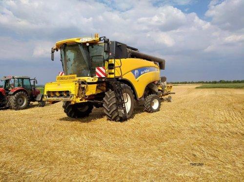 New Holland CX 8060 van Theuny