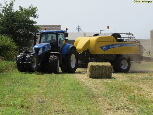 New Holland T 7030 van oldtimergek