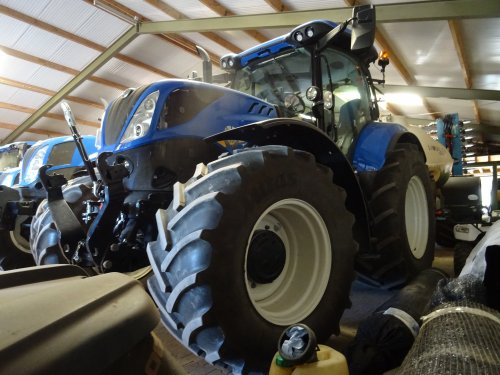 New Holland T 7.165 van dickt