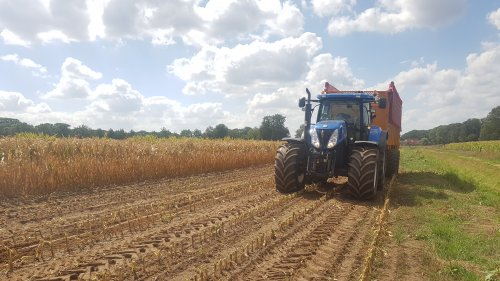New Holland T 7030 van Fordje4600