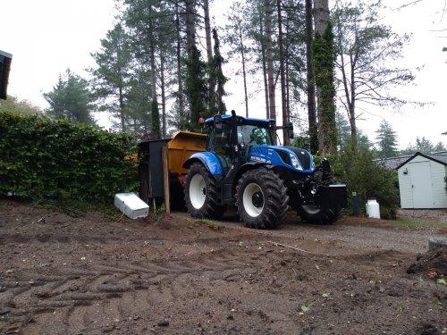 Foto van een New Holland T 6.175 dynamic commando. Geplaatst door jeet op 09-09-2018 om 01:06:58, op TractorFan.nl - de nummer 1 tractor foto website.