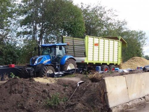 Foto van een New Holland T 7.210. Geplaatst door jordi 1455 op 13-09-2018 om 23:28:08, op TractorFan.nl - de nummer 1 tractor foto website.