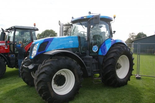 New Holland T 7050 van jans-eising