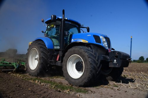 New Holland T 7050 van jd7920