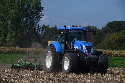 New Holland T 7050 van jd7920