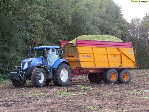 Hier zie je Loonbedrijf Zinger Beilen (Beilen) × met een New Holland T 7.170.. Geplaatst door oldtimergek op 12-10-2018 om 00:13:47, op TractorFan.nl - de nummer 1 tractor foto website.