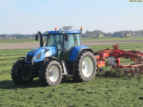 Foto van een New Holland TVT 155. Geplaatst door oldtimergek op 12-10-2018 om 00:16:12, op TractorFan.nl - de nummer 1 tractor foto website.
