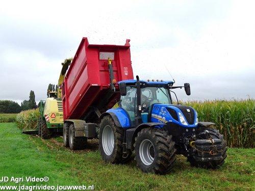 Foto van een New Holland T 7.225, Loonbedrijf van Es uit Rossum aan het mais hakselen. ZIE OOK DE VIDEO  https://youtu.be/Pj_QTobbj24