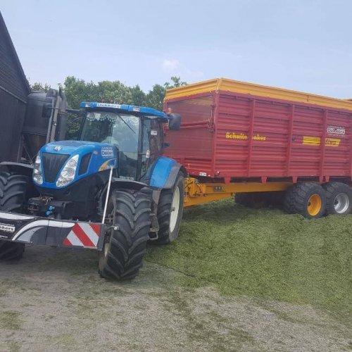 New Holland T 7030 van koenjohndeere