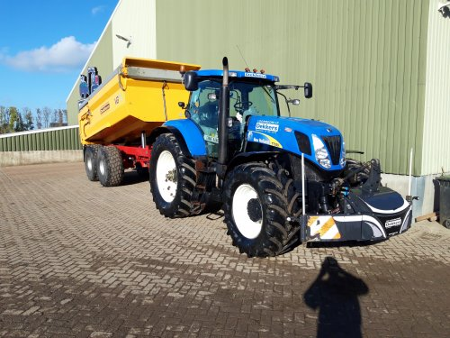 New Holland T 7030 van koenjohndeere