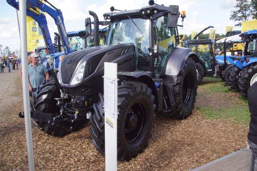 Foto van een New Holland T 6.175. Geplaatst door jans-eising op 23-11-2018 om 18:35:15, op TractorFan.nl - de nummer 1 tractor foto website.