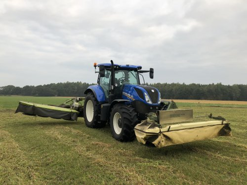 Foto van een New Holland T7.165S. Geplaatst door Ruben-Wind op 06-12-2018 om 01:19:54, op TractorFan.nl - de nummer 1 tractor foto website.