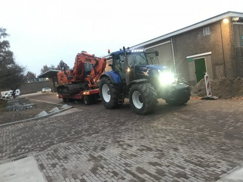 New Holland T 7040 van Jorrick 1455XL