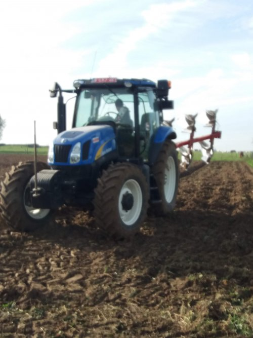 New Holland T 6030 van robbe-van-crombrugge
