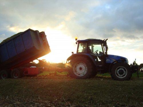 Foto van een New Holland TL 90 A. Geplaatst door janssens op 19-01-2019 om 19:52:38, op TractorFan.nl - de nummer 1 tractor foto website.