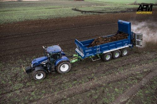 Meer foto's op: https://farmpicturejr.com/2019/01/18/bvc-introduceert-eerste-stalmest-spreider/. Geplaatst door Jan Ramon op 22-01-2019 om 12:05:18, op TractorFan.nl - de nummer 1 tractor foto website.