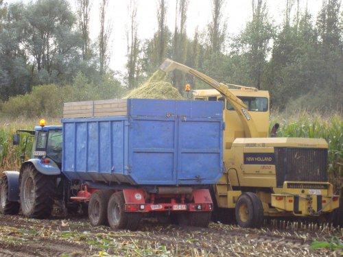 Foto van een New Holland TL 90 A. Geplaatst door janssens op 24-01-2019 om 19:23:07, op TractorFan.nl - de nummer 1 tractor foto website.