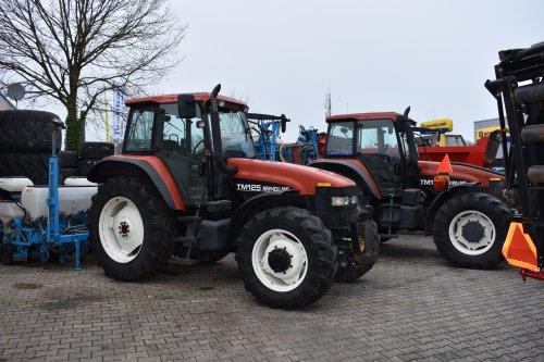 Foto van een New Holland TM 125. Geplaatst door jordi 1455 op 27-01-2019 om 15:36:43, op TractorFan.nl - de nummer 1 tractor foto website.