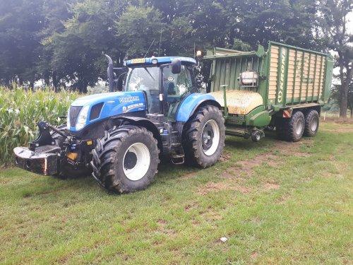 Nog wat foto's van het mais hakselen in uitzonderlijk jaar 2018.. Geplaatst door TerraJohnDeerefan op 07-02-2019 om 18:03:34, op TractorFan.nl - de nummer 1 tractor foto website.