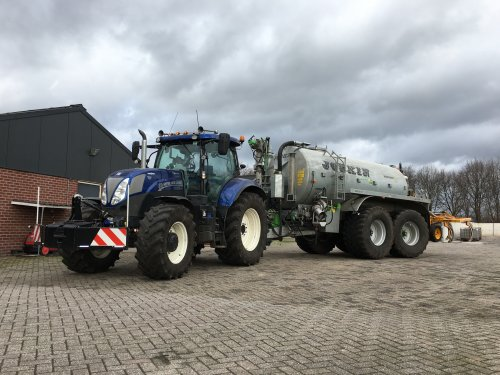 Foto van een New Holland T 7.170. Staat weer klaar voor zaterdag.. Geplaatst door Nick421 op 11-02-2019 om 17:46:46, op TractorFan.nl - de nummer 1 tractor foto website.