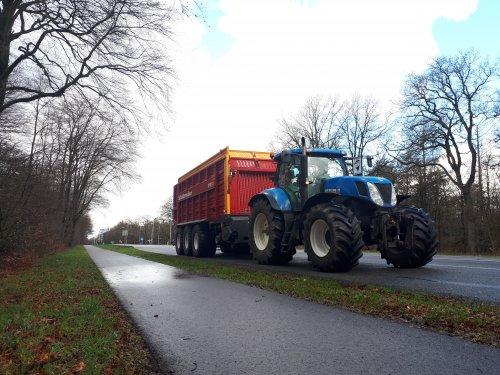 New Holland T 7040 van johndeere6230