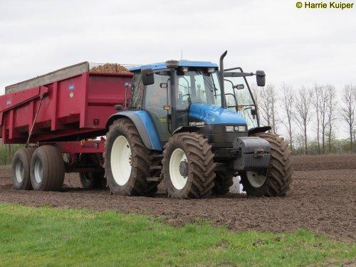 Foto van een New Holland TS 110. Geplaatst door oldtimergek op 04-04-2019 om 06:40:59, op TractorFan.nl - de nummer 1 tractor foto website.