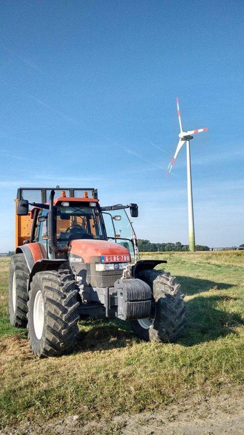 Foto van een New Holland TM 165. Geplaatst door RVanhessche op 13-04-2019 om 09:13:29, op TractorFan.nl - de nummer 1 tractor foto website.