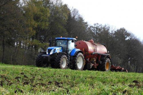 Bouwland bemesten. Geplaatst door pekkerietfan op 15-04-2019 om 17:41:16, op TractorFan.nl - de nummer 1 tractor foto website.