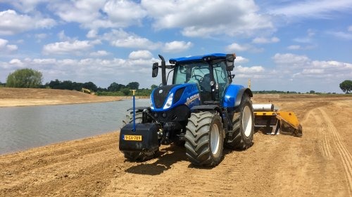 New Holland T 7.210 van deutz dx 470