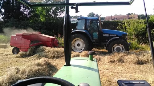 Picture New Holland 8260