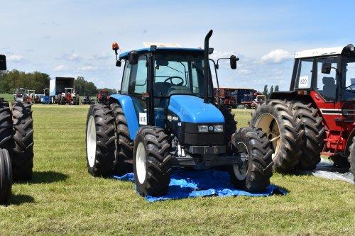Foto van een New Holland 6635. Geplaatst door jordi 1455 op 02-07-2019 om 18:55:24, op TractorFan.nl - de nummer 1 tractor foto website.