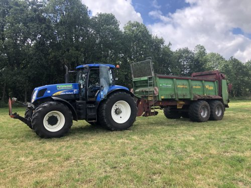 New Holland T 7040 van jellehoekstra