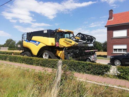 Foto van een New Holland CR 8080, deze middag gespot in Haasrode - België.. Geplaatst door erik9831 op 30-07-2019 om 20:58:15, met 5 reacties.
