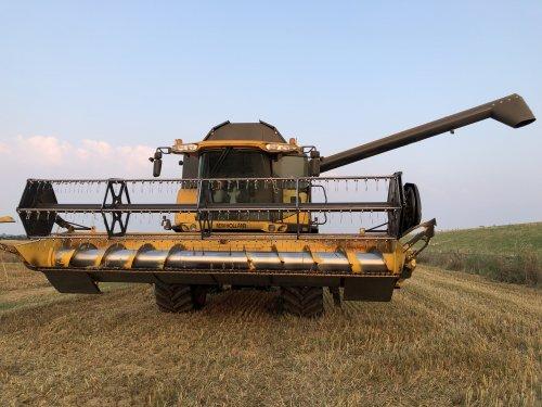 Foto van een New Holland CX 860. Geplaatst door 63ermajor op 08-09-2019 om 19:31:28, op TractorFan.nl - de nummer 1 tractor foto website.