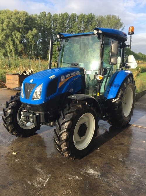 Foto van een nieuwe New Holland T 4.55s, klaar voor aflevering.. Geplaatst door nhmonteur op 11-09-2019 om 20:24:14, op TractorFan.nl - de nummer 1 tractor foto website.