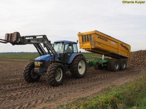 Foto van een New Holland TM 165. Geplaatst door oldtimergek op 30-09-2019 om 16:51:29, op TractorFan.nl - de nummer 1 tractor foto website.