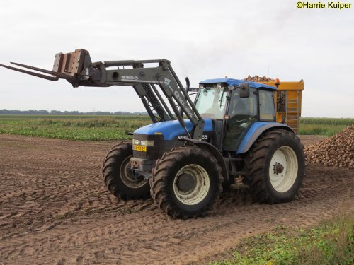 Foto van een New Holland TM 165. Geplaatst door oldtimergek op 30-09-2019 om 16:51:36, op TractorFan.nl - de nummer 1 tractor foto website.