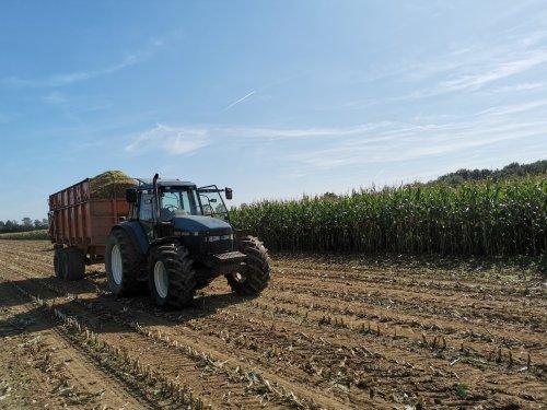 Foto van een New Holland 8360. Geplaatst door joostmc-cormick op 01-10-2019 om 16:05:56, op TractorFan.nl - de nummer 1 tractor foto website.