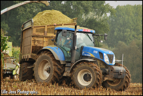 New Holland T 7030 van Lille Jens