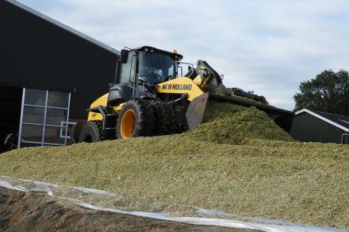 Mais inkuilen bij Loonbedrijf Velthuis  https://youtu.be/cn2_IjWwwiQ. Geplaatst door pekkerietfan op 15-10-2019 om 21:32:34, op TractorFan.nl - de nummer 1 tractor foto website.